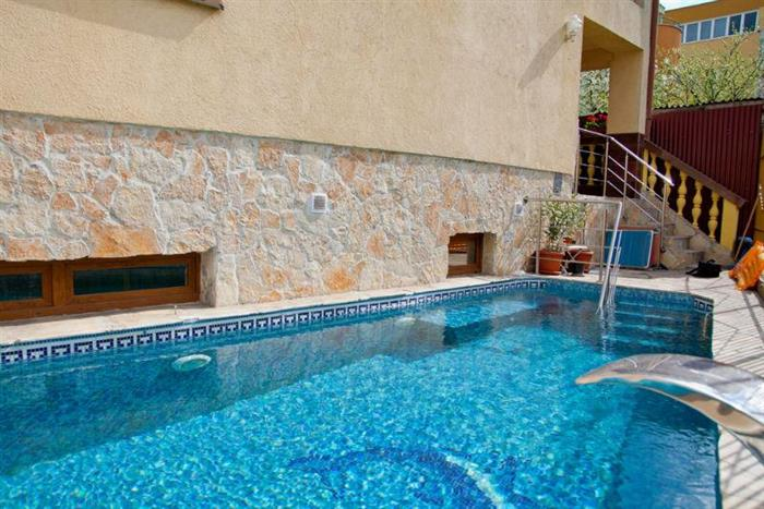 Mellis pensiune cu piscina cluj for Hotel cu piscina